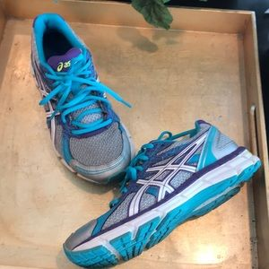 ASICS Gel Excite athletic tennis shoes size 6.5 💜